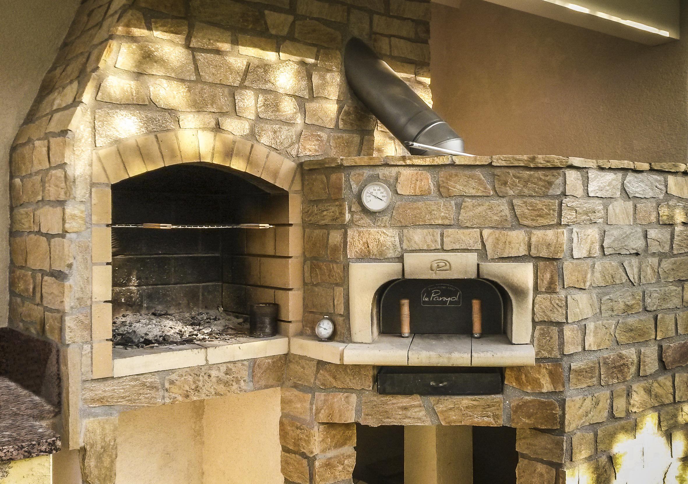 four pizza exterieur le panyol. Black Bedroom Furniture Sets. Home Design Ideas